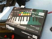 NOVATION Keyboards/MIDI Equipment LAUNCHKEY MINI